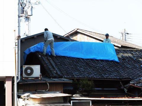 地震ブルーシート.jpg